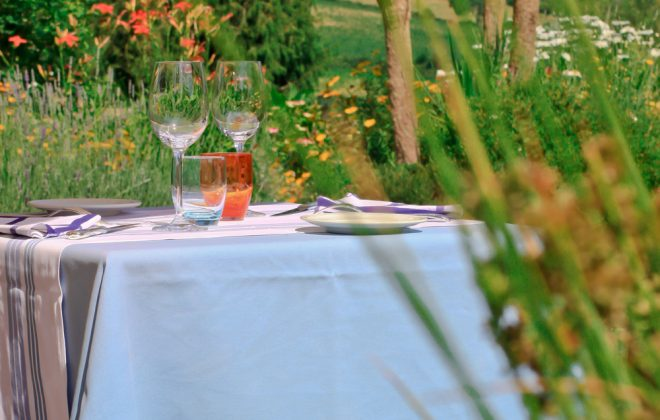 une table en terrasse_7093